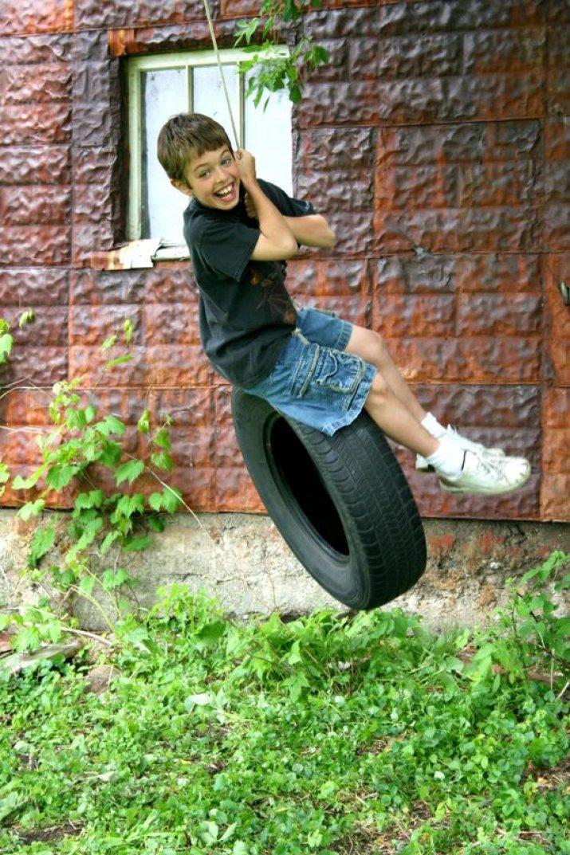 Výsledek obrázku pro dětská houpačka s pneumatikou